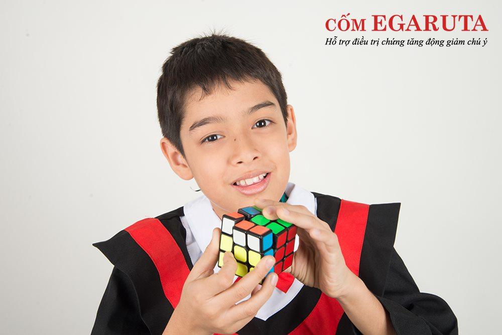 Xoay khối rubic giúp trẻ tăng động giảm chú ý cải thiện tư duy và sự kiên trì